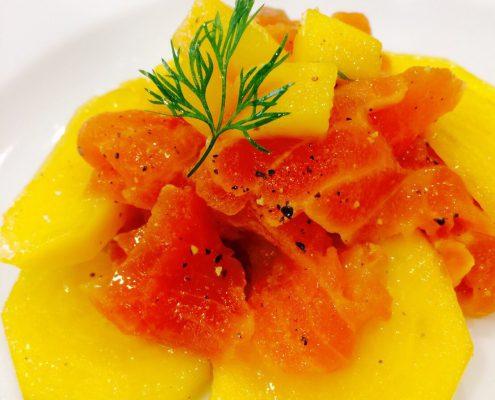 スモークサーモンと柿とバルサミコ酢のマリネ